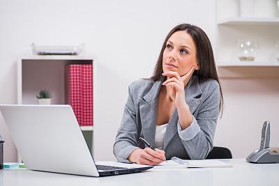 办公室,女人,秘书,笔记本电脑,半身像,水平画幅,套装,白人,经理,不看镜头