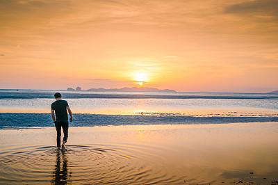 男商人,海滩,亚洲,青年人,水,水平画幅,沙子,旅行者,夏天,户外