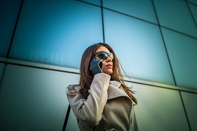 商务,在活动中,美,留白,半身像,水平画幅,工作场所,玻璃,户外,不看镜头