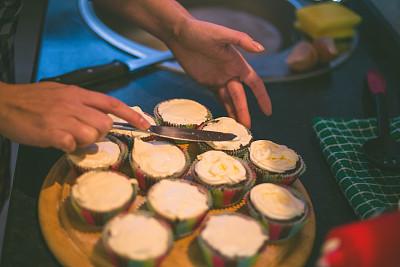 褐色,纸杯蛋糕,巧克力,桌子,松饼锡,点心蛋糕,午休时间,水平画幅,开胃品,传统