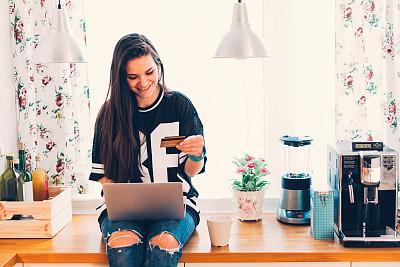 信用卡,在家购物,网上银行,移动支付,客房预订,信用卡购物,仅一个少女,青少年,购物狂,留白