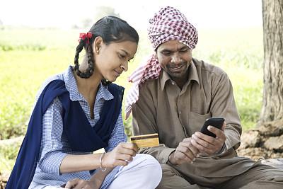 在家购物,信用卡,女儿,父亲,印度,移动支付,银行业,小学生,青少年,印度人