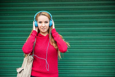 少女,音乐,头发,欣喜若狂,青少年,留白,青春期,水平画幅,美人,户外