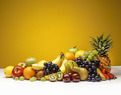 水果,影棚拍摄,每日五份,营养成分标签,芒果 ,香蕉,西番莲,梨,菠萝,奇异果-水果
