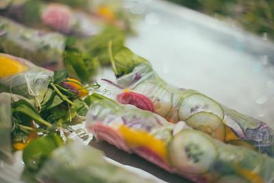 春卷,商业厨房,饮食产业,水平画幅,生食,素食,即食食品,准备食物,室内,餐馆