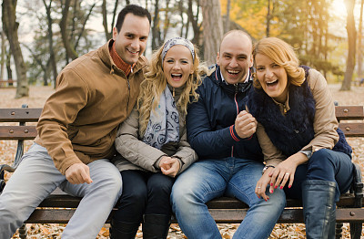青年人,公园,友谊,乐趣,幸福,少量人群,半身像,休闲活动,旅行者,周末活动