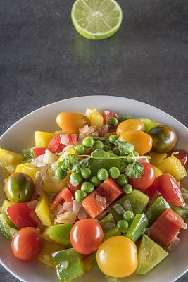 灯笼椒,黄色灯笼椒,青椒,青豆,红色灯笼椒,垂直画幅,留白,美国,无人,正上方视角