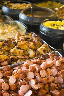 米纳斯吉拉斯州,食品,德国食物,德式香肠,矿工,烤鸡,自助餐,并排,主菜盘,巴西东南部