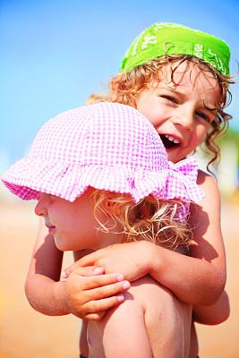 男孩,姐妹,手帕,垂直画幅,天空,半身像,沙子,人的眼睛,海滩,人的脸部
