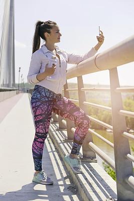 女人,慢跑,自拍,垂直画幅,健康,仅成年人,镜头眩光,青年人,运动,动机