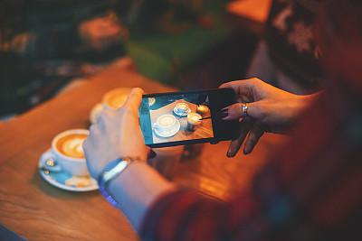 女人,咖啡馆,手机,照片,咖啡店,周末活动,饮料,仅成年人,青年人,技术