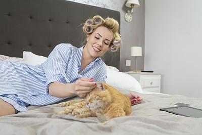猫,女人,床,卷发器,多重任务,留白,电子邮件,健康,周末活动,新创企业