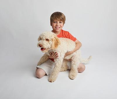 男孩,狗,宠物,拿着,训服,骄纵宠物,意大利人,宠物项圈,块菌,8岁到9岁