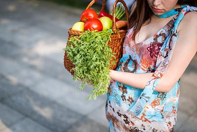 食品杂货,青年人,女人,购物篮,怀孕的,顾客,夏天,周末活动,西红柿,仅成年人