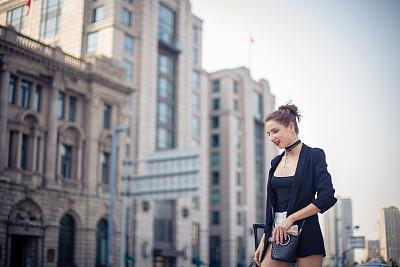 休闲活动,仅成年人,都市风景,现代,青年人,休闲正装,街道,红发人,人行道,女人