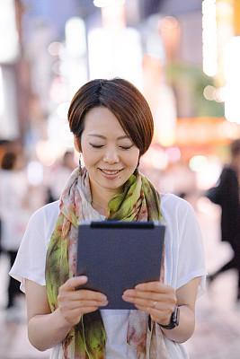 女人,户外,亚洲,药丸,京都市,垂直画幅,留白,半身像,影片,仅成年人