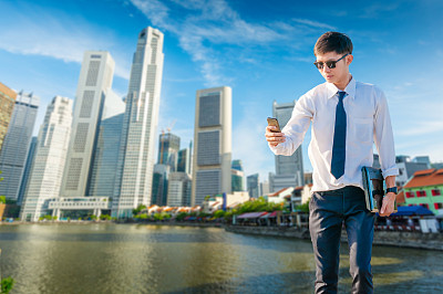 新加坡市,男商人,平板电脑,使用手提电脑,亚洲,滨海湾 ,青少年,夜晚,电子商务,仅成年人