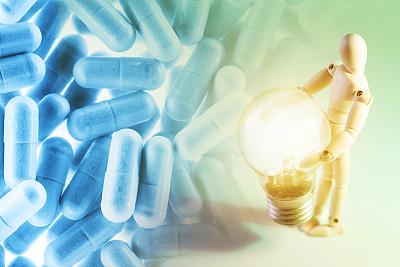 胶囊,电灯泡,小雕像,照明设备,健康保健,概念,拿着,木偶,球,储蓄