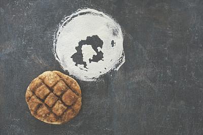 面粉,酥皮糕点,护胫甲,不完全的,蒙太奇,小圆面包,烘焙糕点,灶台,自制的,褐色