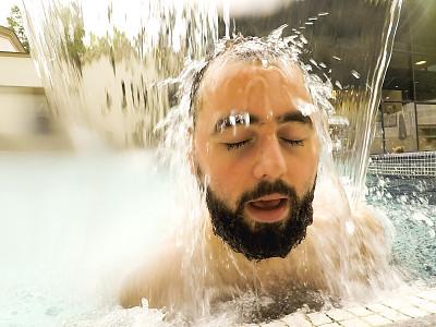 青年男人,游泳池,正面视角,水,水下,健康,夏天,男性,头发,青年人