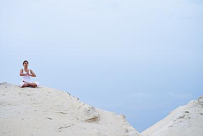 瑜伽,禅宗,灵性,拉美人和西班牙裔人,水平画幅,山,沙子,健康,夏天,户外
