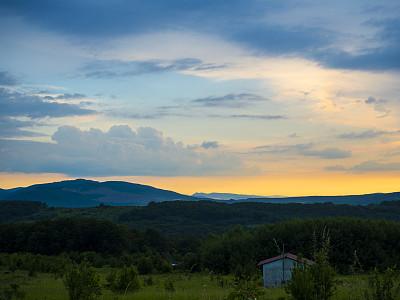 山,天空,美,水平画幅,夜晚,无人,夏天,户外,草,云景