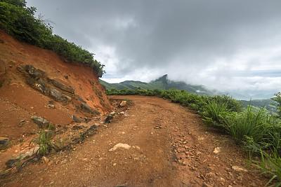 泥,路,轮胎,克劳德彼克,汽车产业,土路,天空,休闲活动,水平画幅,山