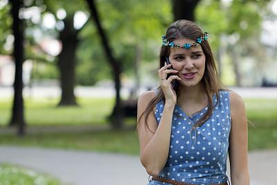 青年女人,手机,美女,公园,诱人的女人,夏天,生活平衡,现代,青年人,技术