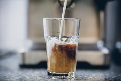 冰咖啡,玻璃杯,高大的,威士忌酒杯,冰块,数码合成,摩卡咖啡,烤咖啡豆,留白