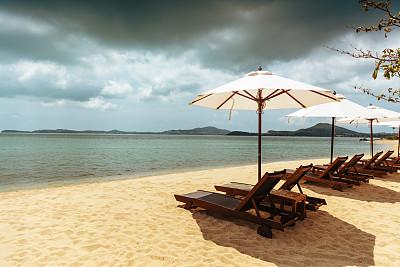 海滩,鸡尾酒,海滩遮阳伞,避暑圣地,椰子树,阳伞,水,天空,留白,度假胜地