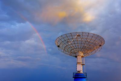 射电望远镜,雷达,巨大的,黑云压城,天文望远镜,无线电通信塔,卫星天线,天文台,望远镜,戏剧性的景观