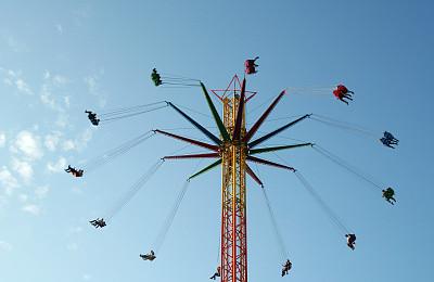 高处,旋转秋千,游戏木马,环形路,天空,链,公园,休闲活动,水平画幅,啤酒节