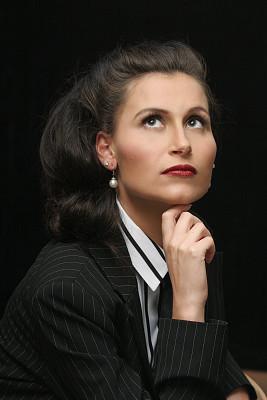女人,细条纹布料,垂直画幅,办公室,美,艺术模特,彩妆,美人,套装,白人