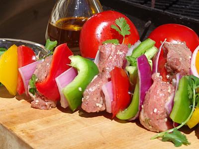 羊肉串,背景,水平画幅,无人,椒类食物,生食,膳食,户外,西红柿,居住区