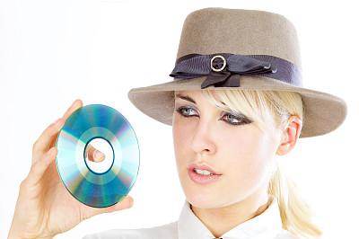 dvd,女孩,帽子,留白,水平画幅,计算机软件,人群,白色,数字化显示,彩色图片
