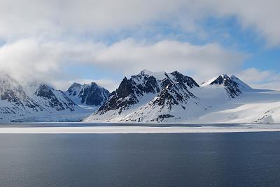 斯匹兹卑尔根,冰河,山脉,斯瓦尔巴特群岛和扬马延岛,斯瓦尔巴德群岛,天空,水平画幅,无人,尖峰,户外