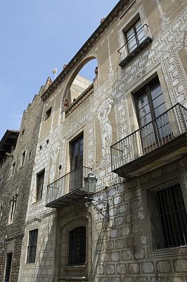 外立面,房屋,车门,垂直画幅,墙,旅行者,百叶窗,户外,石材,石头