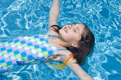 晒黑,水,灵性,休闲活动,水平画幅,进行中,游泳池,湿,夏天,泳装