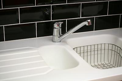 厨房,黑白图片,碗碟架,厨房水槽,住宅房间,新的,水平画幅,无人,瓷砖