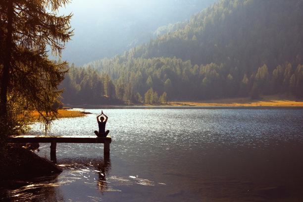 湖瑜伽图片