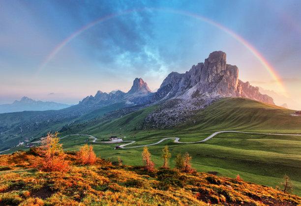 阿尔卑斯山脉彩虹图片