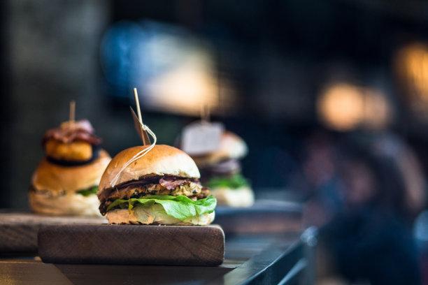 汉堡包格子烤肉图片