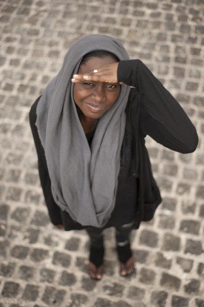 女孩,女人头巾,垂直画幅,图像聚焦技术,20到24岁,选择对焦,留白,女人,人,青年女人