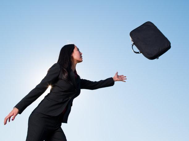 公文包,天空,留白,水平画幅,提举,行李,仅成年人,现代,青年人,仅一个青年女人