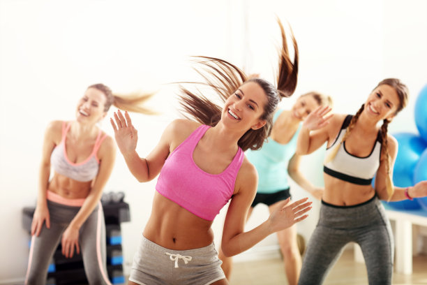 跳舞人群图片
