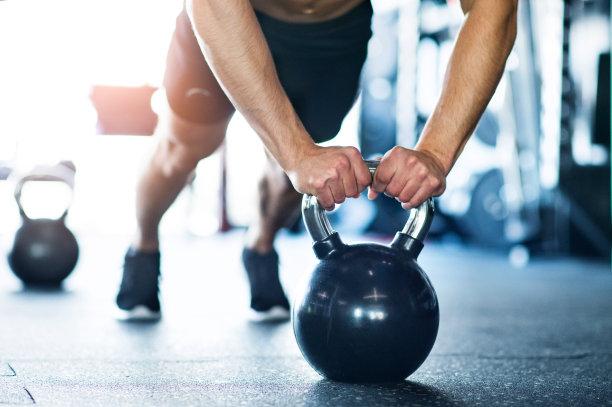 俯卧撑健身房图片
