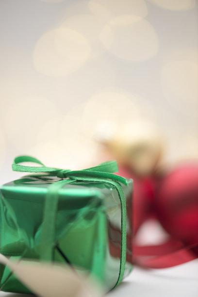 圣诞礼物,垂直画幅,正面视角,无人,蝴蝶结,盒子,生日,特写,前景聚焦
