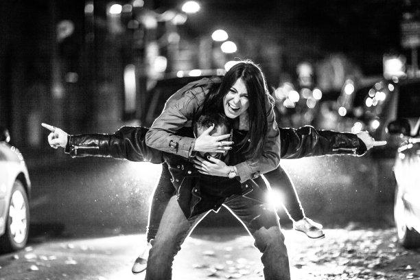 青年伴侣,自驾游,夜晚,女朋友,仅成年人,青年人,青年男人,逃避现实,城市游,深情的