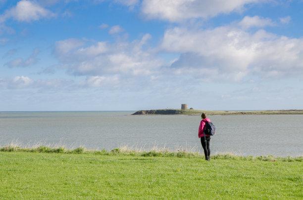 看,爱尔兰,女人,秋天,海洋,白昼,圆形石造碉堡,海滩,岛,水
