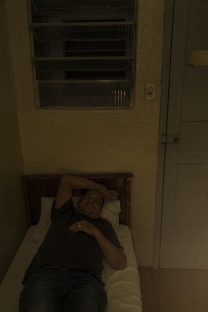 巴西,酒店,简单,男人,垂直画幅,晒黑,夜晚,t恤,性格,光